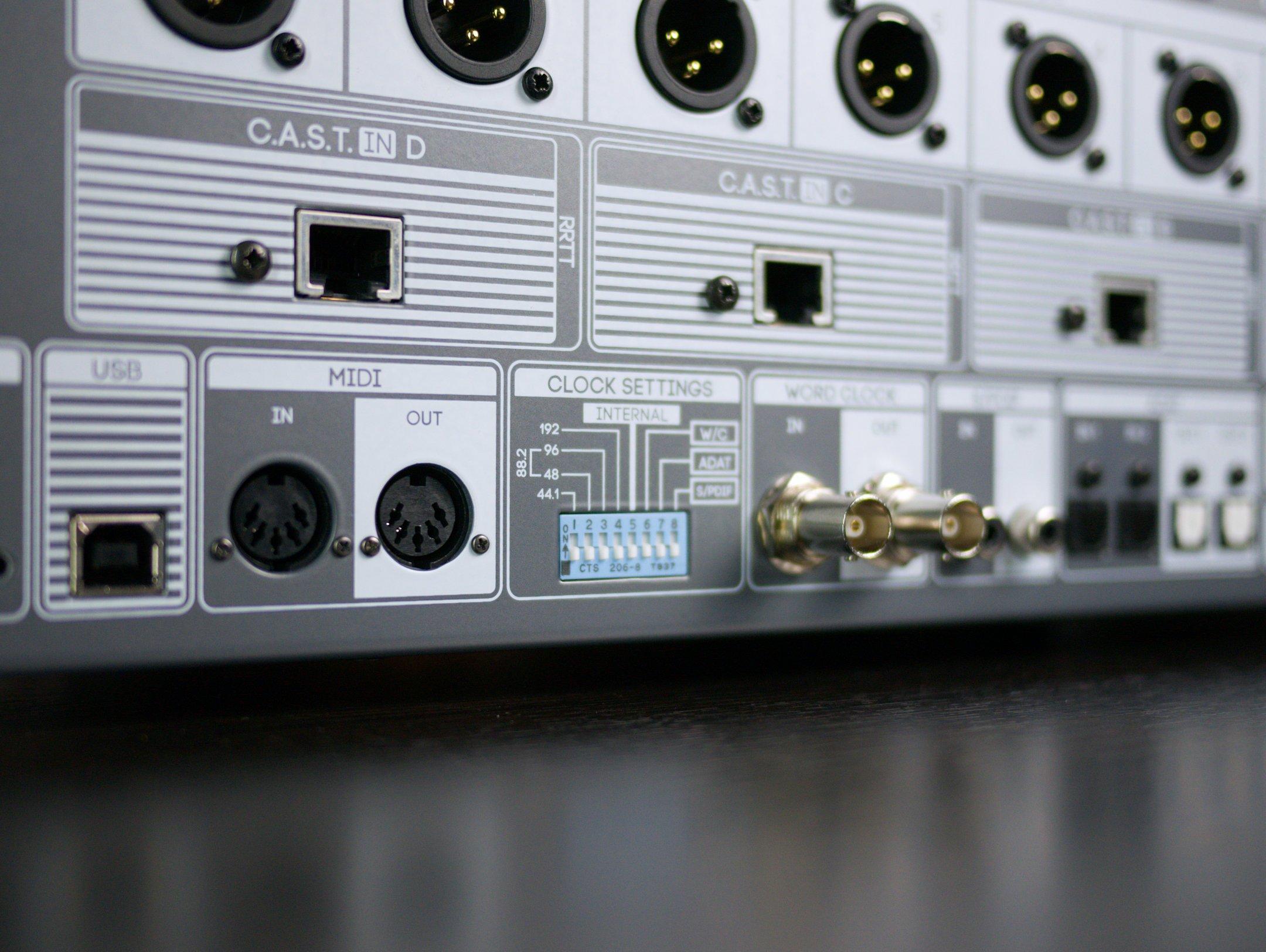 R8_Rear_USB_72dpi_JPG